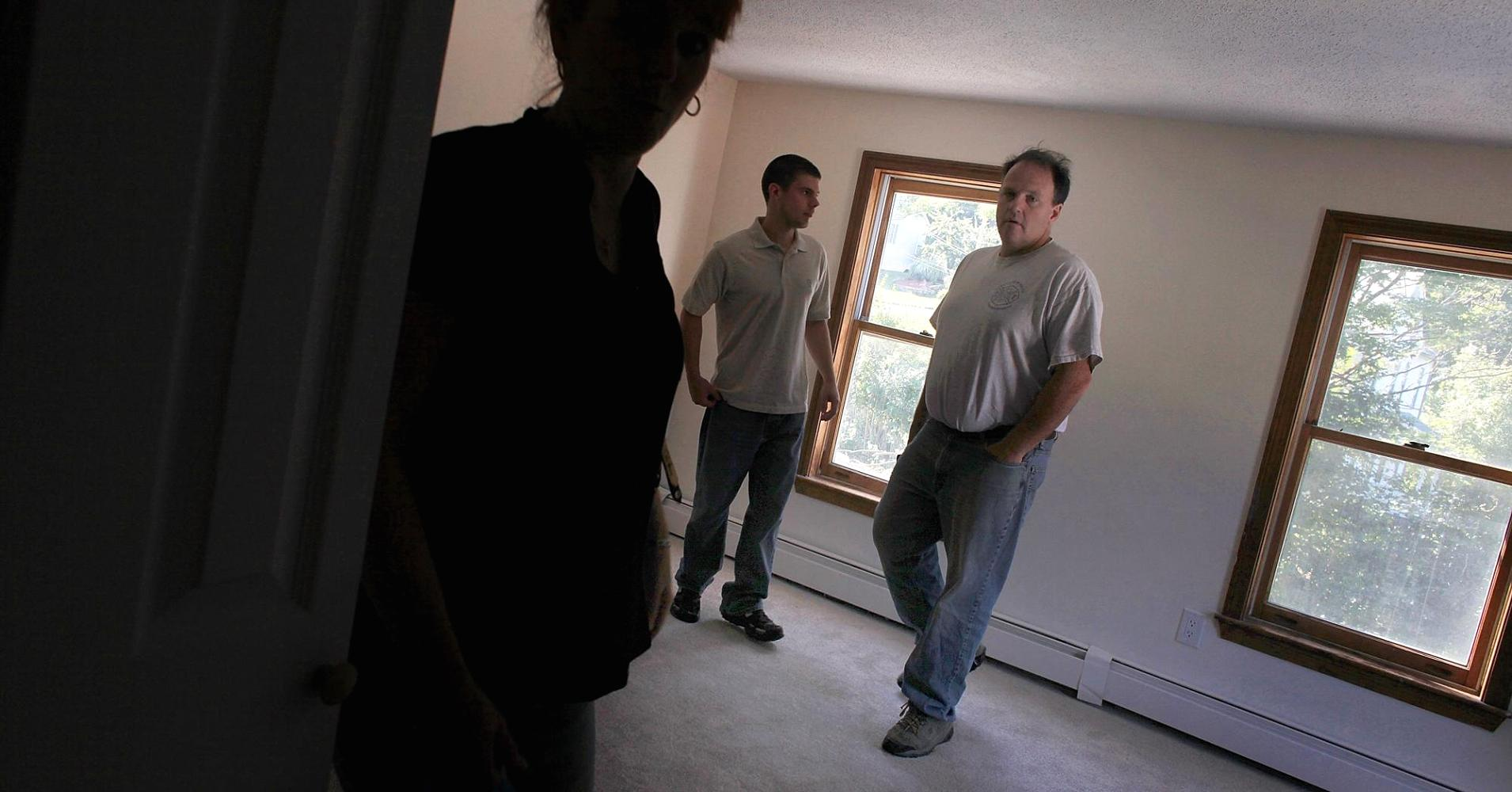 Confidence in housing falls, as consumers worry about jobs