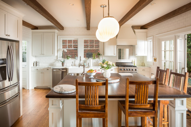 12 Sunny White-and-Wood Walk-Out Kitchens to Inspire (12 photos)