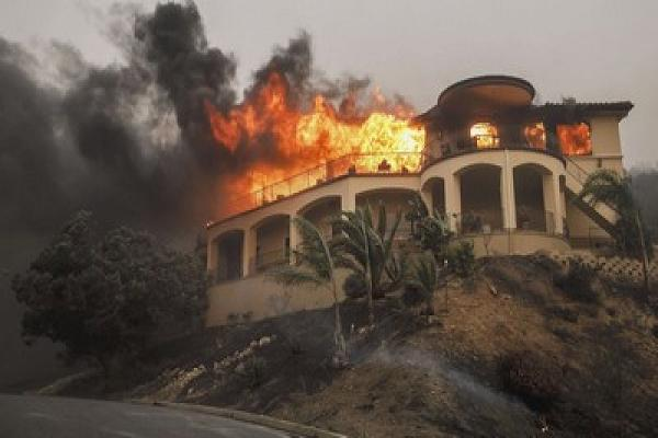 California fires burn down multimillion-dollar homes in Bel-Air