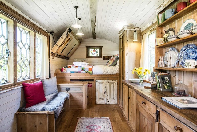 Tuck Into These 8 Cozy Backyard Sheds and Studios (13 photos)