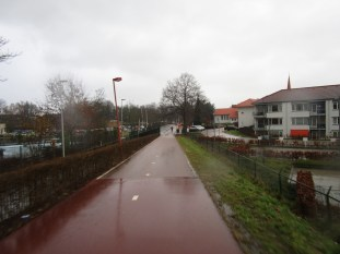 The path as it descends to Kennedylaan from Meernbrug.