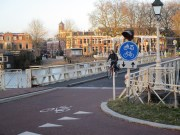 Muntbrug is located immediately adjacent the intersection with Kanaalweg.