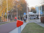 Looking south on Kanaalweg from Leidseweg. This short segment of the bike route is a shared street to allow access to houses just out of frame to the right; the cycletrack begins at the blue sign.