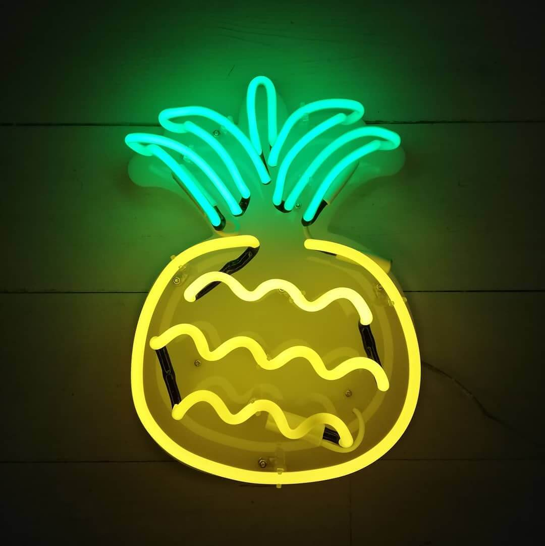 🍍It might be Monday tomorrow but brighten up your week with this perky pineapple neon light