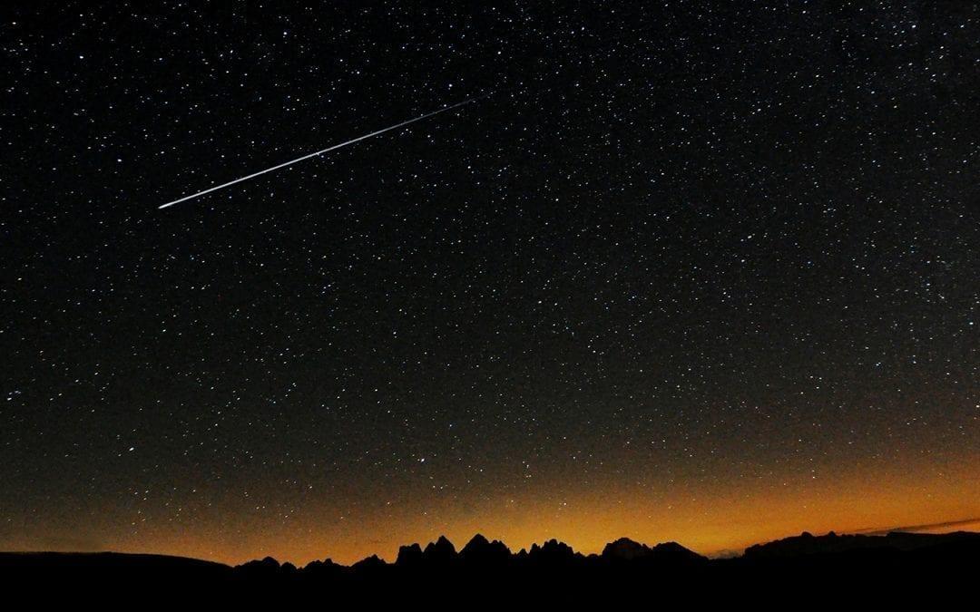 Meteor Falling Wallpaper Shooting Stars Over Edinburgh 2017 Inlingua Edinburgh