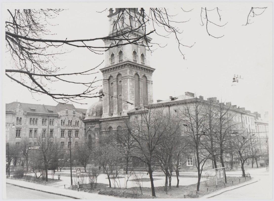Руська церква і вежа Корнякта у Львові, фото 1976 року
