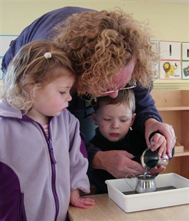 Toddlers-develop-fine-motor-skills-in-Inlys-Toddler-Program