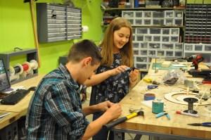 8th Grade students tinkering at NuVu