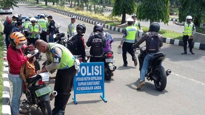"""Так выглядит """"облава"""" Балийской дорожной полиции"""