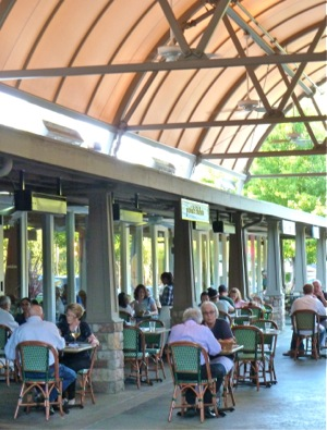 outdoor dining at Portola Kitchen