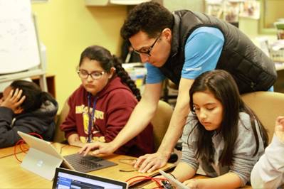 microsoft-employee-at-boys-girls-club-coding-event-1