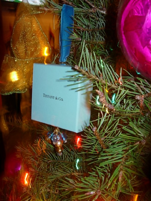 how to recycle my sofa cheap small sectional sofas christmas tree ornament made using a tiffany box | in ...