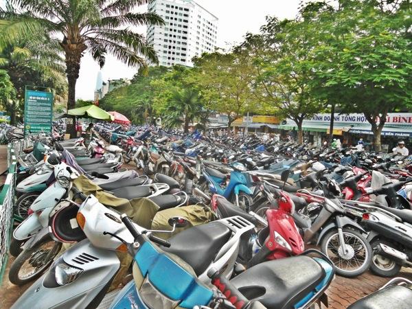 How to cross the road in Hanoi
