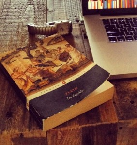 desk-plato-book-macbook-pro