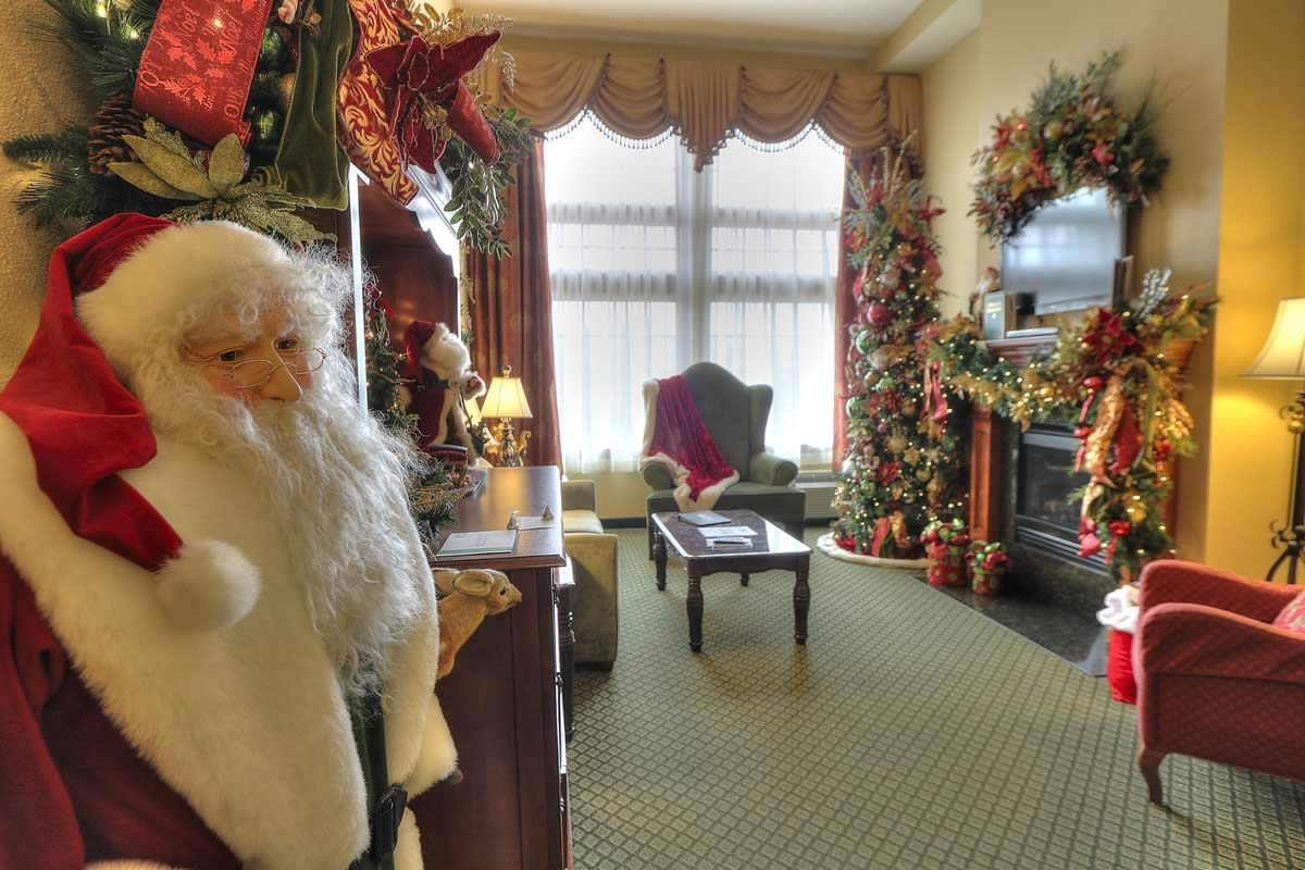 lane sleeper sofa queen petrol santa suite | the inn at christmas place - pigeon forge, tn