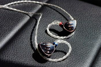 [開箱]FiiO FH5S 兩圈兩鐵混合單體可換線耳機,採用半開放式後腔加上調音開關,進化成奢華中帶戰鬥氣息的澎湃逸品。