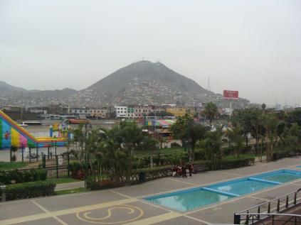 biedna dzielnica na zboczach góry