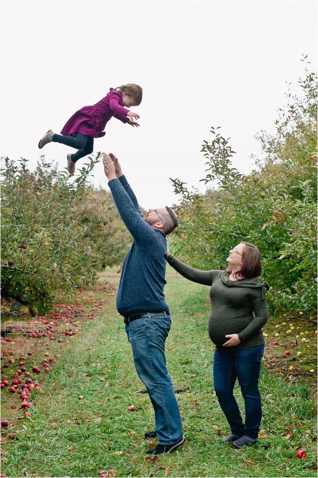 FradeneckMaternity18_SESS_InnerCirclePhoto_073 Dan+Stephanie+Ella+Baby Bump