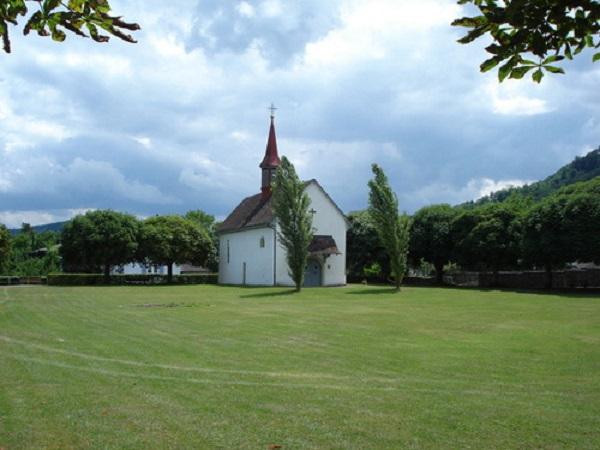 Das Kirchlibuck ist ein magischer Ort mit einer jahrhundertealten Geschichte. Auf dem «Chilebückli», wie der Spielort von der Bevölkerung liebevoll genannt wird, befinden sich eine Burgkapelle sowie die Reste eines römischen Kastells.