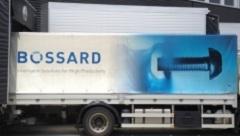 Bossard-Lastwagen vor dem Firmengebäude in Steinhausen. Bild: cash