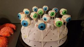 Pumpkin eyeball cake pops for Halloween