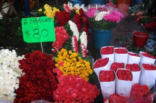 Mercado de Jamaica is famous for it's fresh cut flowers. The prices are unbelievable. For roses prices range from $2.22 to $5.92 USD for 6 dozen!