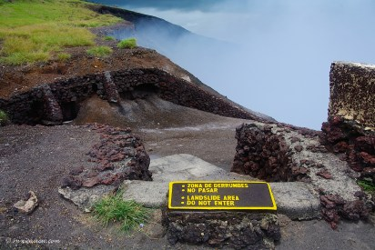 As a visitor you can peek over the edge at the Masaya Volcano, and look into the impressive crater, which is continuously emitting smoke and sulfur gases.