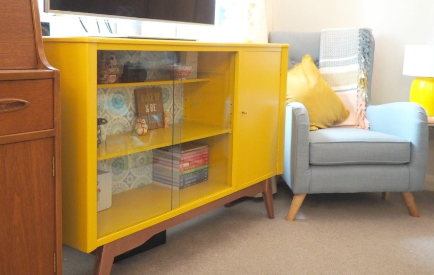 Living Room Makeover, 60s style decor using Valspar and Mini Moderns ? Innocent Charms Chats