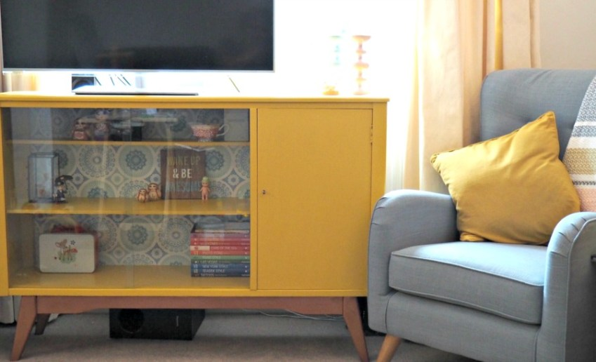 Upcycling Retro Furniture with Valspar / Innocent Charms Chats