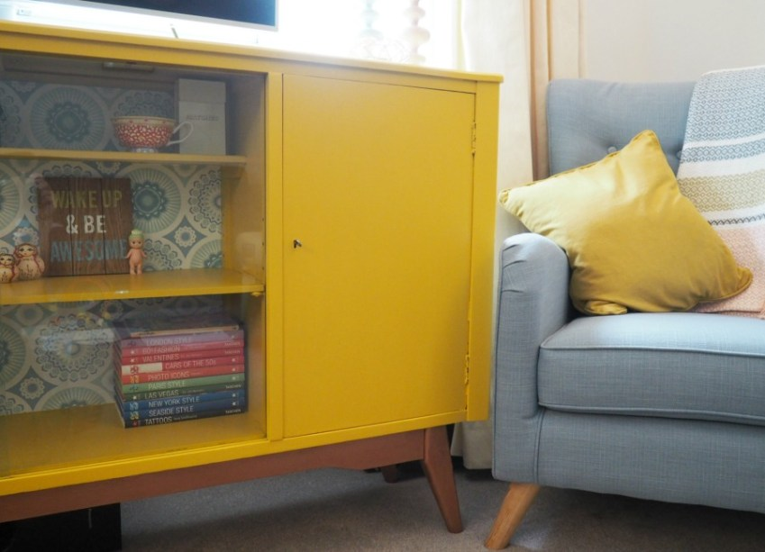 Upcycling retro furniture with Valspar paint / Innocent Charms Chats