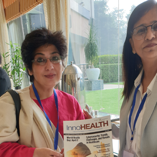 Asha-Kapoor-and-Dr.-Indu-Ahuja-holding-InnoHEALTH-Magazine-at-Patient-Experience-Conclave-and-Awards-2019