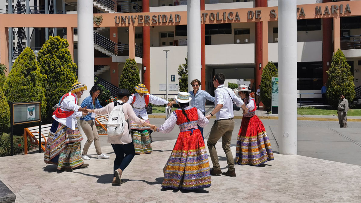 INNOQUA partners participate in a traditional dance