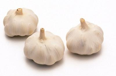 Yemek pişirmede en çok beyaz sarımsak kullanılır