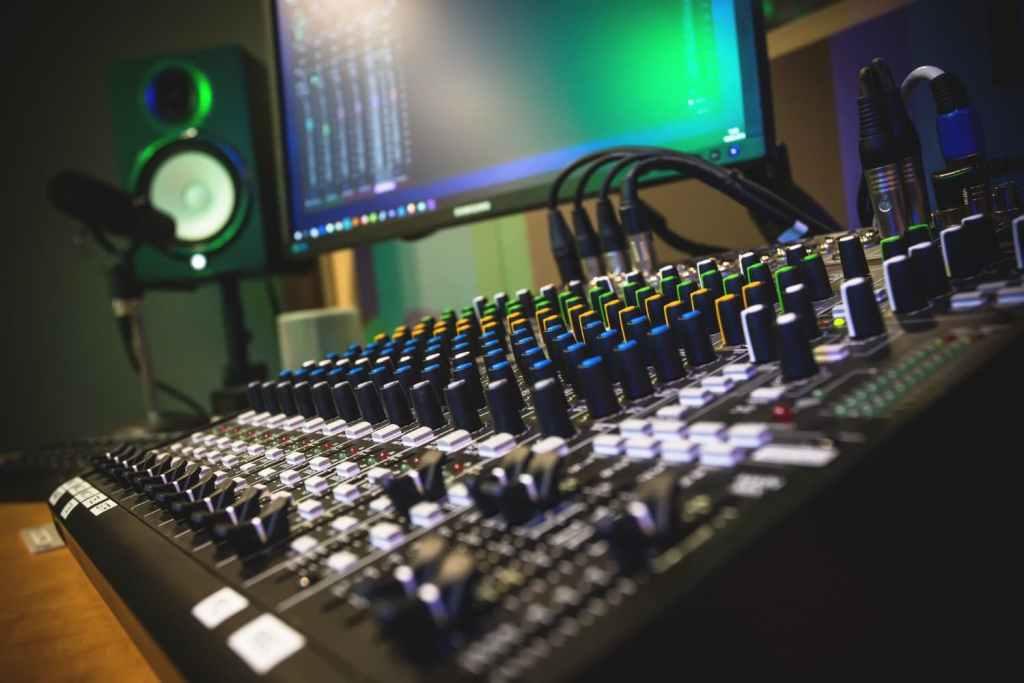 perfiles-profesionales-del-sector-de-la-imagen-y-sonido
