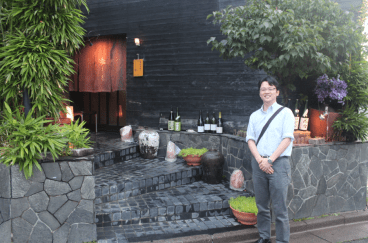 Naoki in front of the restaurant.