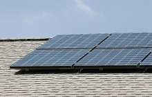 Innovative solar cell structure stores and supplies energy simultaneously