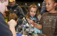 Increasing STEM interest among young girls through early interaction with computers and robots