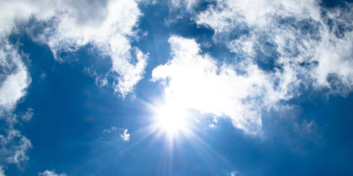 USC VITERBI CHEMICAL ENGINEERS ARE MODELING A METHOD TO USE VISIBLE LIGHT TO REDUCE CARBON DIOXIDE IN THE ATMOSPHERE. IMAGE/PEXELS