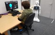 Could robots encourage risk-taking behaviour in humans?