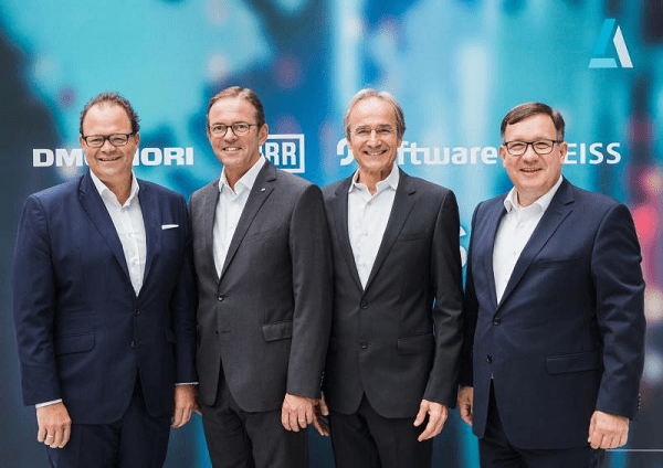 Von Links: Christian Thönes, CEO DMG Mori AG; Ralf W. Dieter, CEO Dürr AG; Karl-Heinz Streibich, CEO Software AG; Thomas Spitzenpfeil, CFO/CIO Carl Zeiss AG (Quelle: PM Software AG)