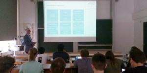 Software-Architektur-Experte Alger von msg systems an der HFT Stuttgart