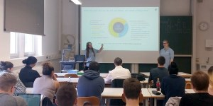 BPM in der Praxis - Fr. Wüstemann und Fr. Dimitriu von Capgemini an der HFT Stuttgart
