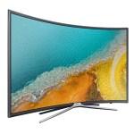 La télévision à écran incurvé permet une meilleure vision panoramique.