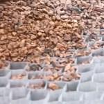 Ce tissu de chez Dupont segmente la zone de dépose du gravier pour le stabiliser durablement.