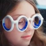 Les lunettes Seetroën disposent d'un horizon artificiel frontal et sagittal réalisés avec un liquide bleu, pour éviter le mal des transports.