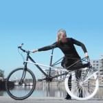 Le concept Convercycle convertit en un instant votre vélo en vélo-cargo en déployant le triangle arrière qui est articulé.