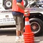 Le préhenseur Cone Caddy permet de transporter et distribuer facilement les cônes.