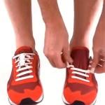 Le système magnétique Zubits s'intègre au laçage existant et permet d'attacher rapidement ses chaussures.