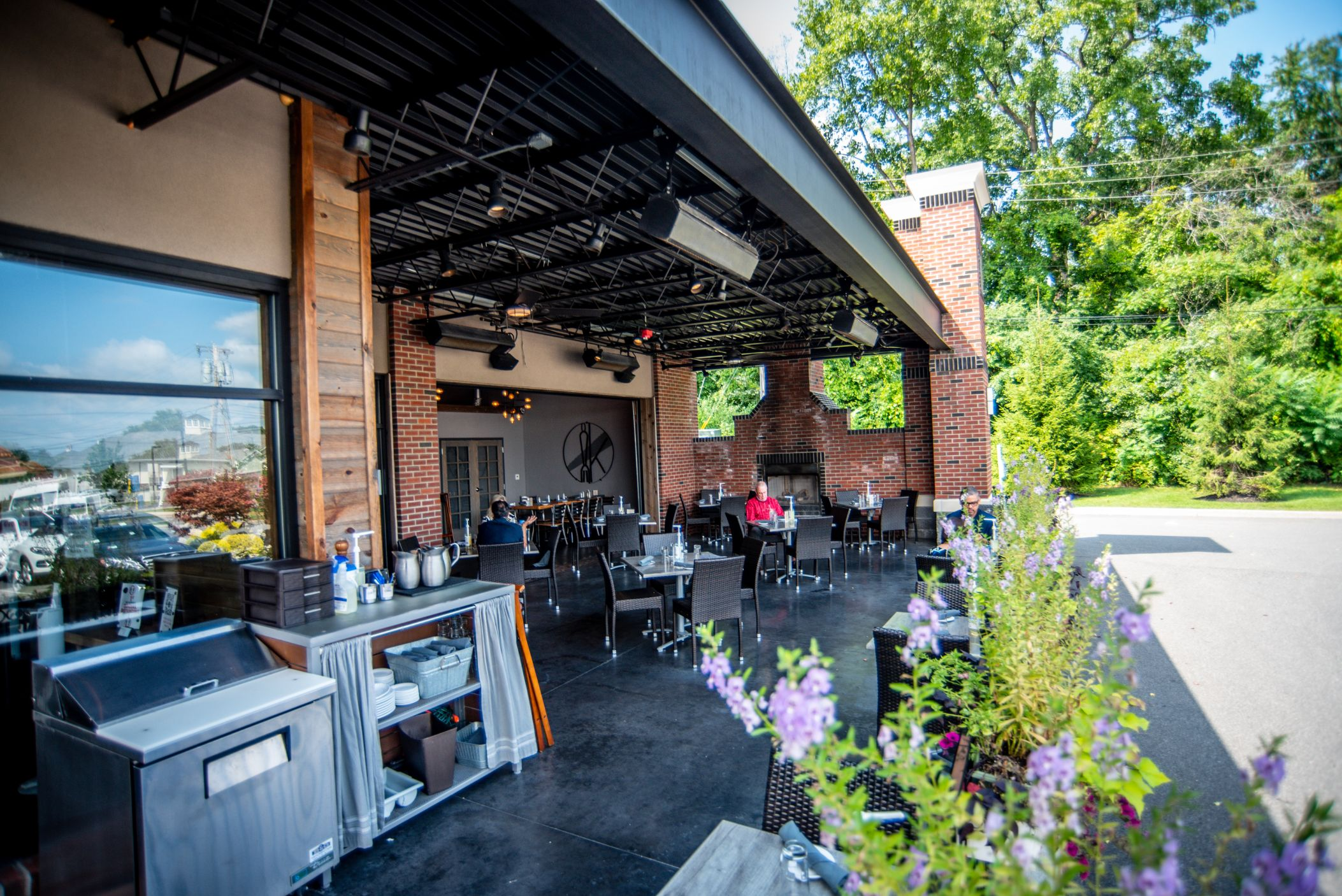 Innovo Kitchen Outdoor Dining 12