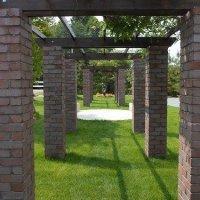 レンガ柱の藤棚